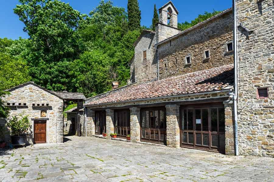 монастырь Монтеказале: вид на трапезную