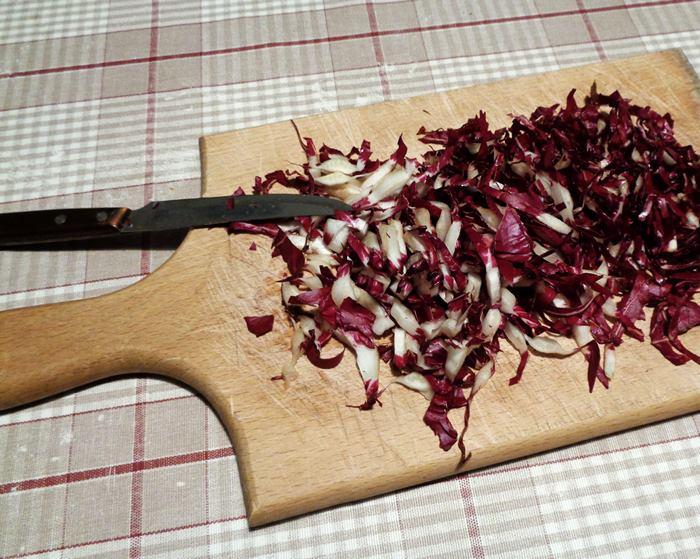 салат из цикория - шинковка