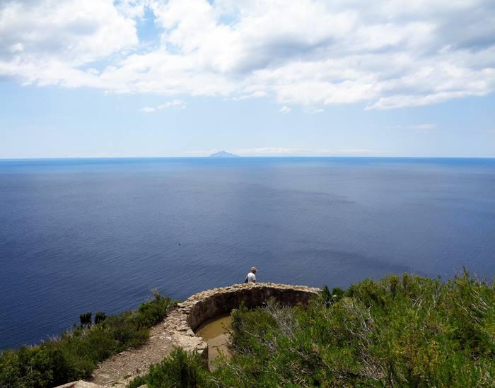 вид на море прямо от маяка