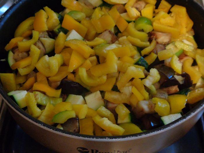 летнее овощное рагу - перец