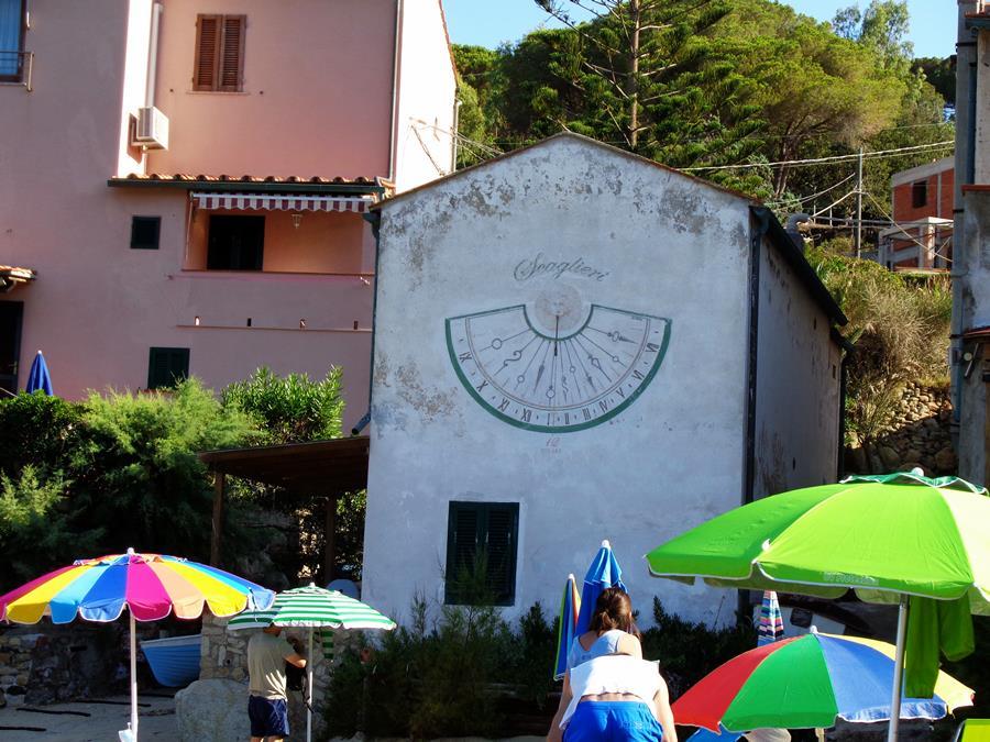 июль в Италии - солнечные часы