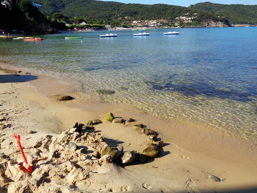 июль в Италии - замки на песке