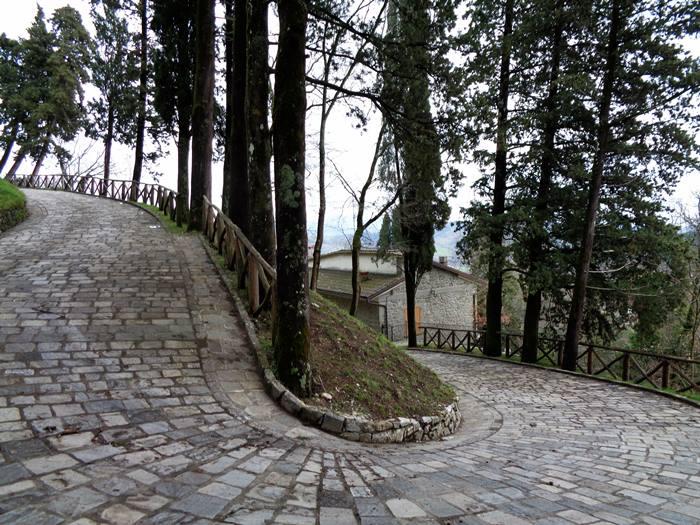 капрезе микеланджело - дорога к крепости