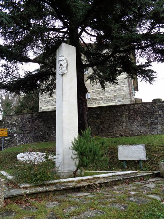 капрезе микеланджело - памятник микеланджело