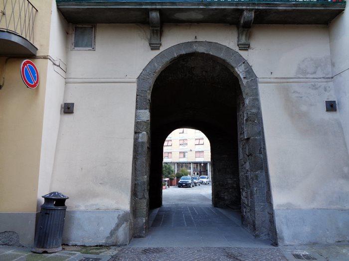 Пьеве Санто Стефано - вход в исторический центр