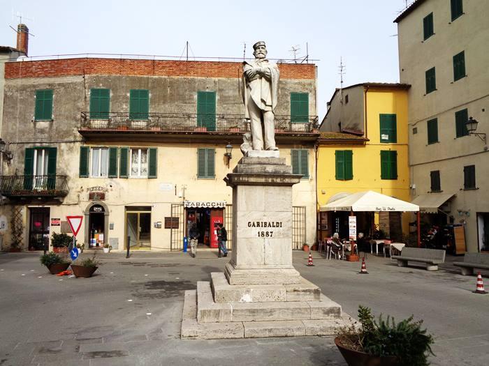 памятник Гарибальди в Скансано