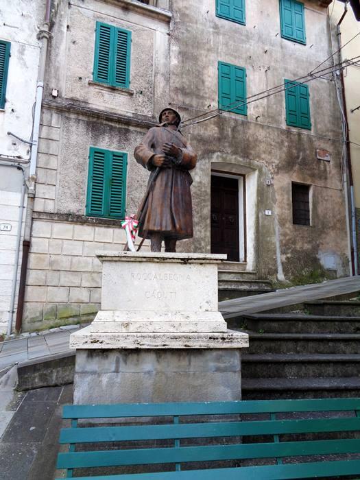 Роккалбенья - памятник защитникам в войне