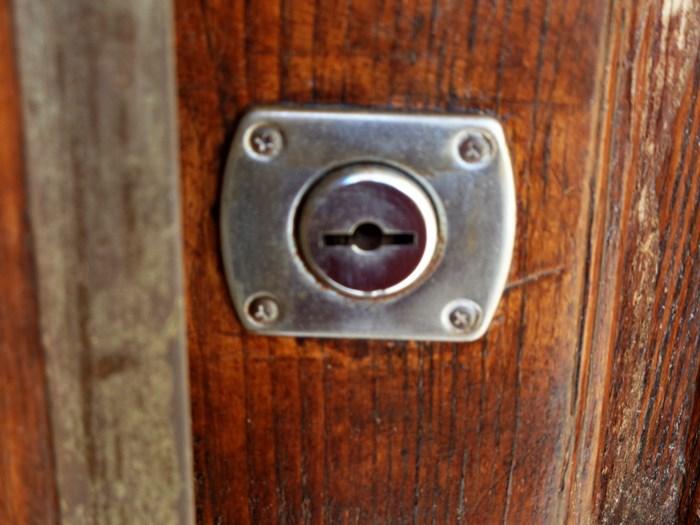 замок на двери