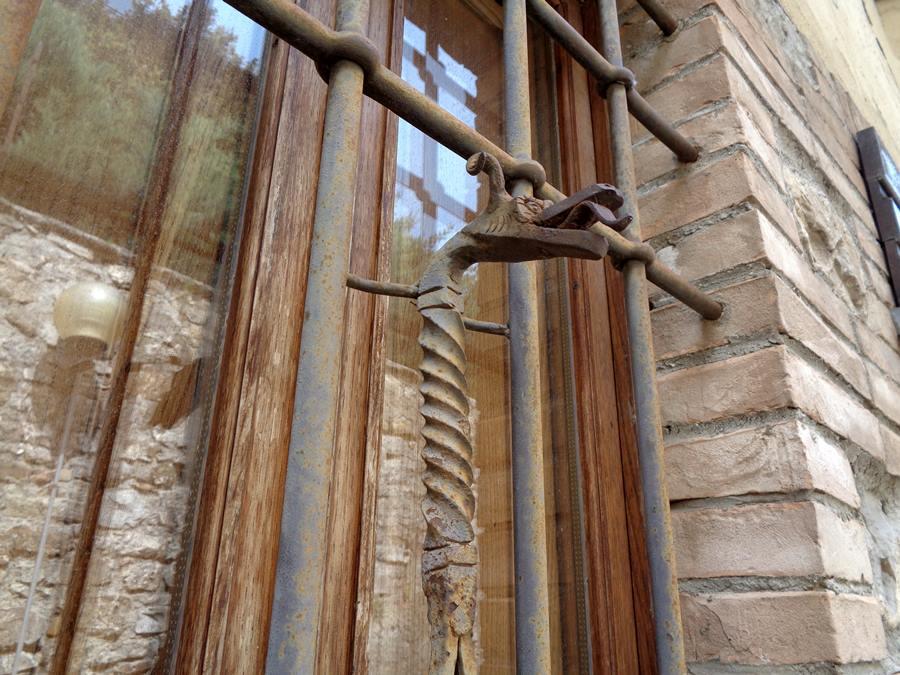 Кампилья д'Орча - украшение окна
