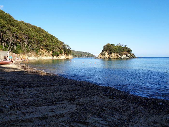 островок и левая часть пляжа паолина