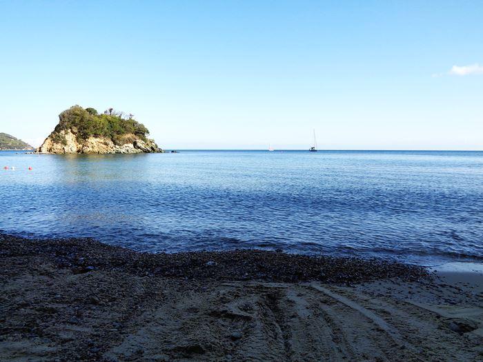 за островком открытое море