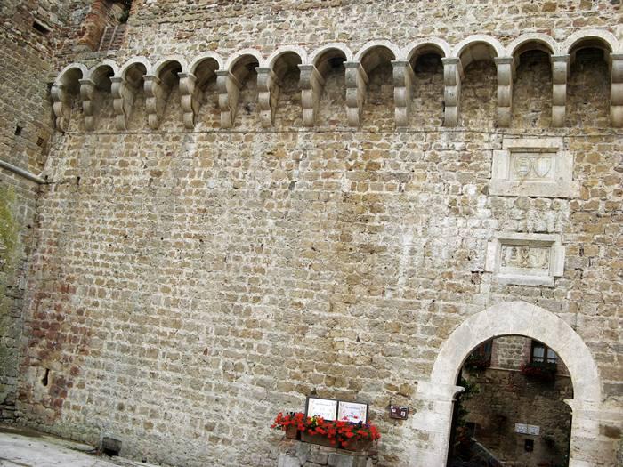 средневековый замок - стена