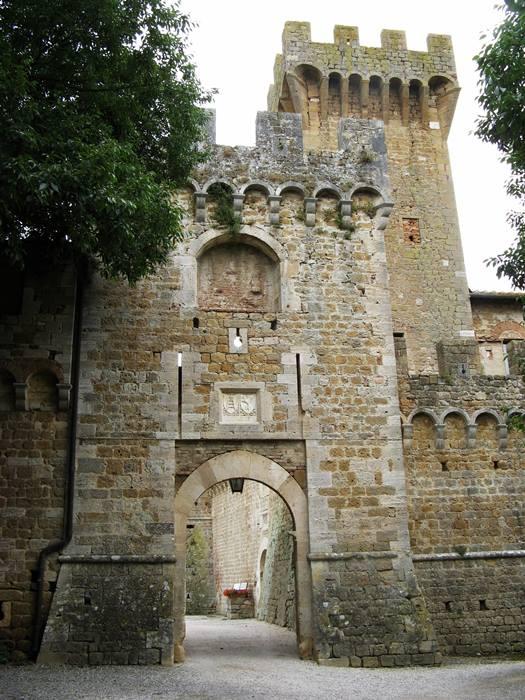 средневековый замок - вход