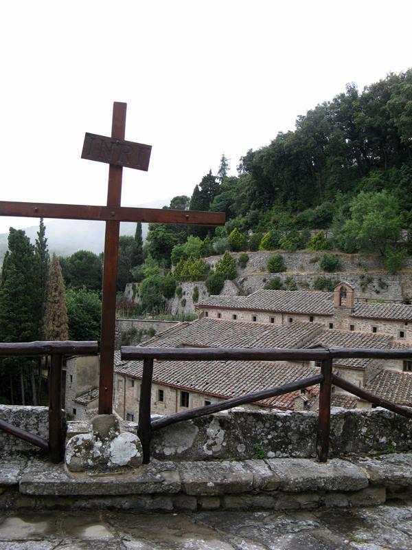 монастыри в Италии - крест