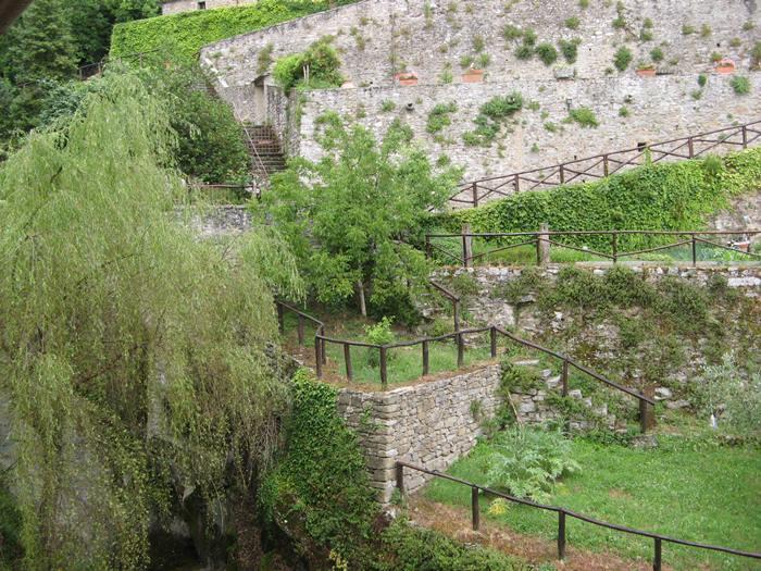 монатыри в Италии - огород