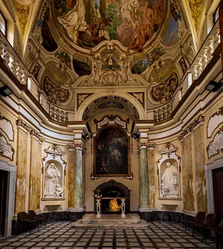 аббатство монте оливето - внутри капеллы