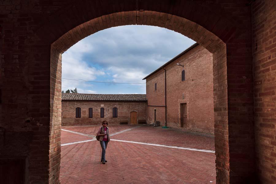аббатство монте оливето - площадь