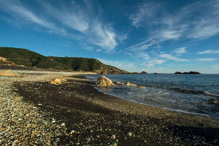 галька и песок на пляже Канелло