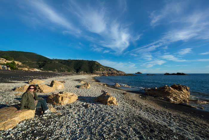 пляж Канелло - крупные камни
