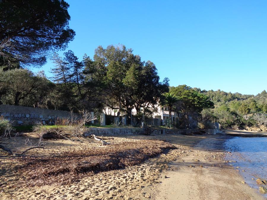 дом возле пляжа Галензана