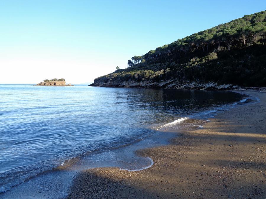 пляж Истия - правая часть