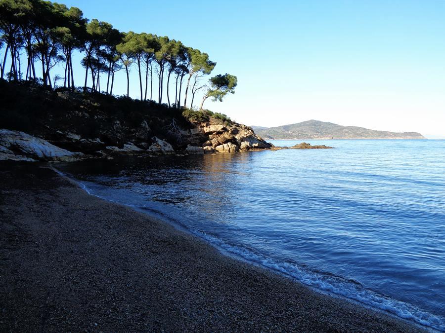пляж Истия - левая часть