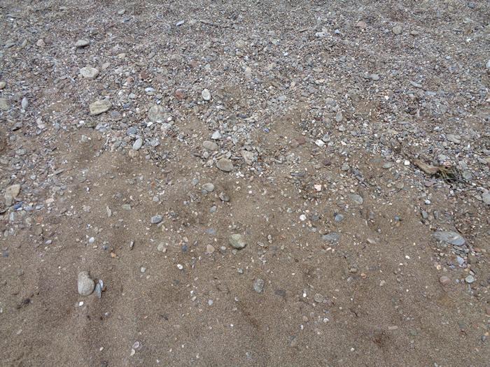 пляж Парети - песок и камешки