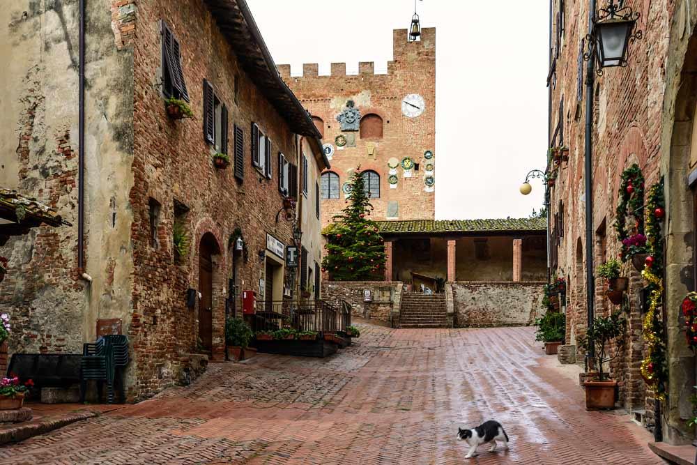 Улица, ведущая к Палаццо Преторио в Четальдо