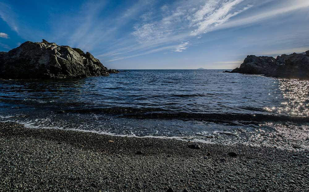 Вид на море с пляжа Контесса