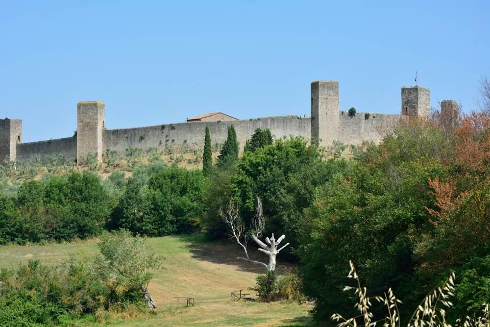 Вид на город-крепость Монтериджони