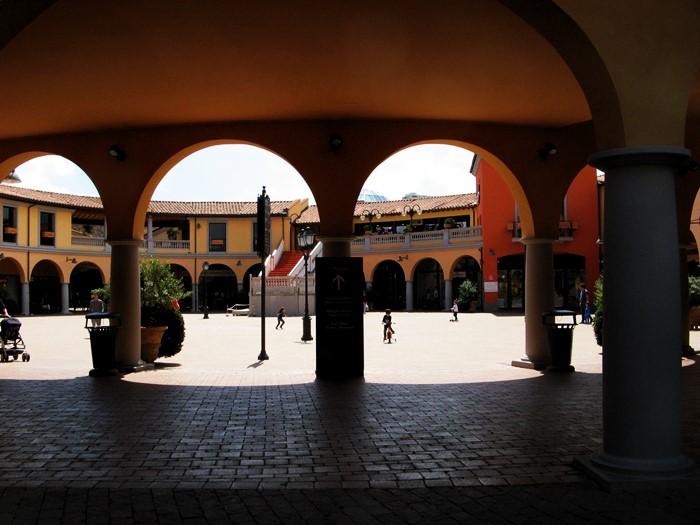 аутлет в Фояно, тоскана, Италия - магазины