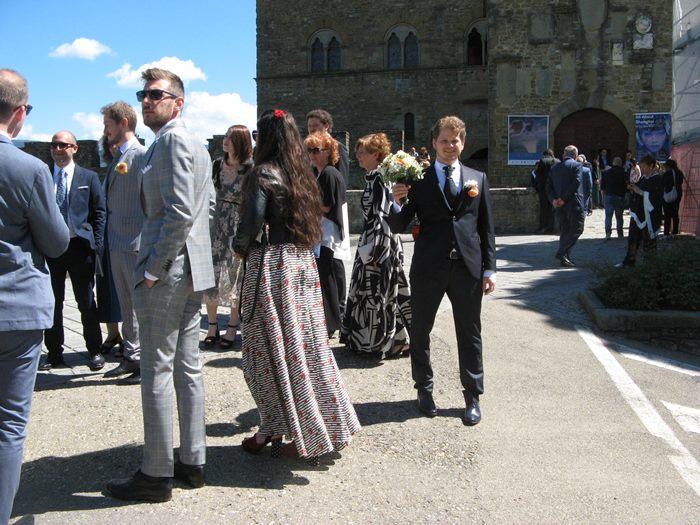свадьба в Италии - жених ожидает невесту