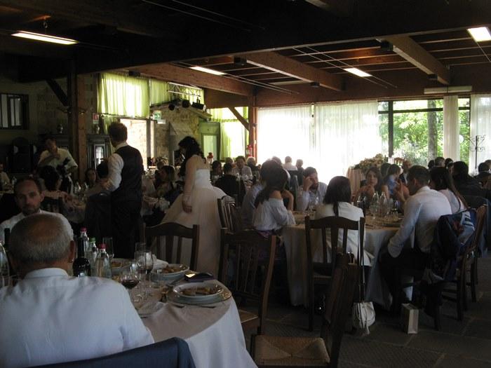 свадьба в Италии - праздничный обед в ресторане