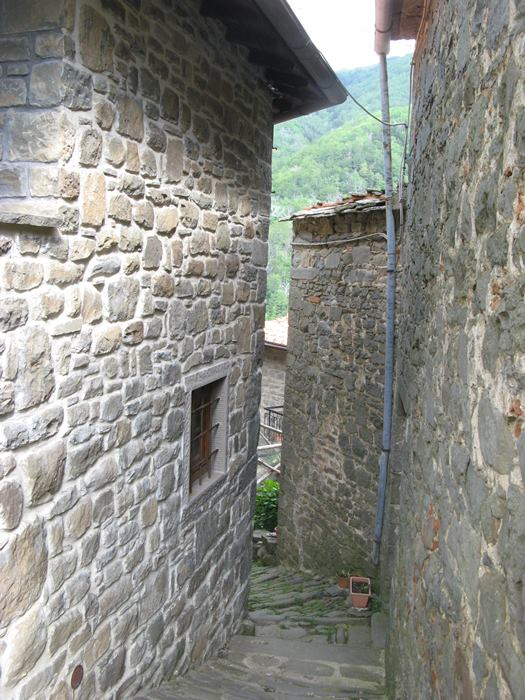Рокка Ричарда - дома из камня