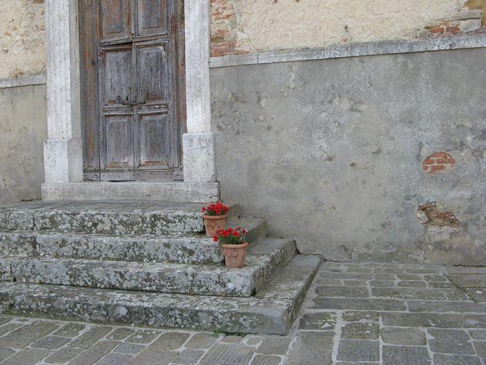 Лучиньяно украшают цветами