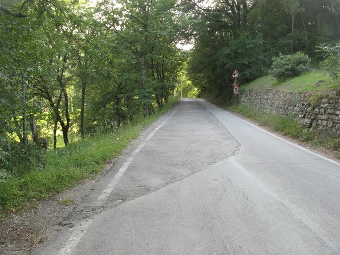 Тоскана - асфальтированная дорога возле Ареццо