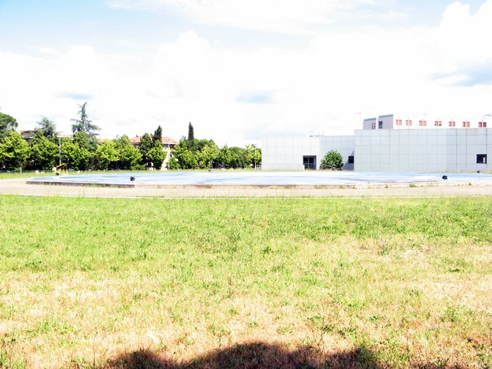 срочная операция - вертолётная площадка у больницы, Ареццо, Италия