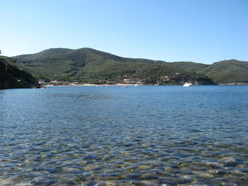 чистое море в районе острова Эльба, Тоскана, Италия