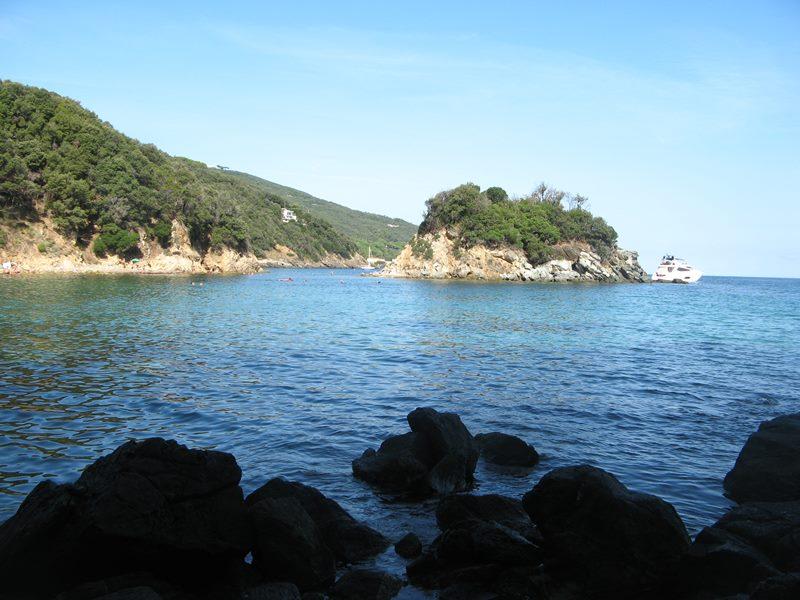 островок Паолина рядом с пляжем Паолина на Эльбе, август 2018 года