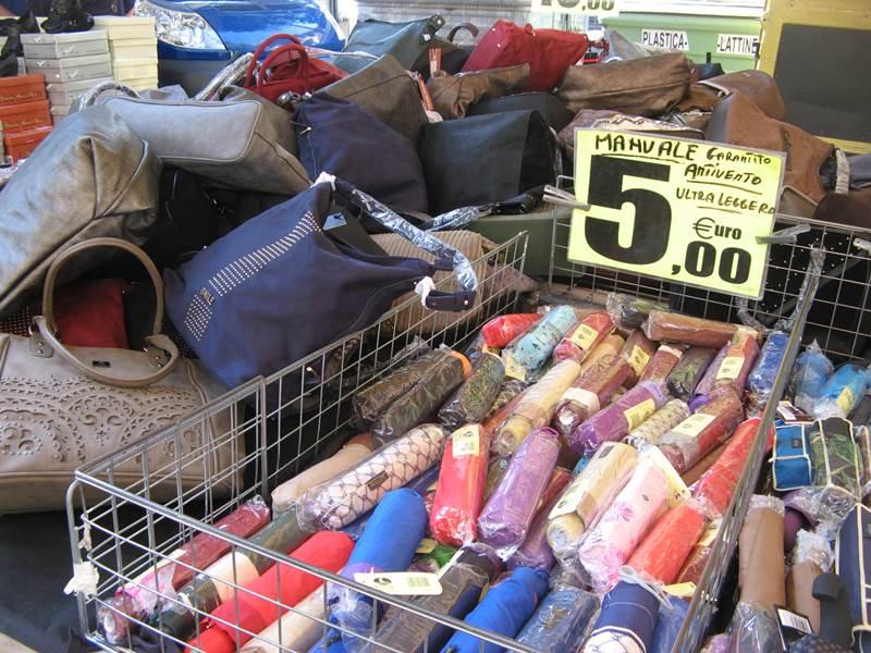 вещевой рынок - зонты, сумки