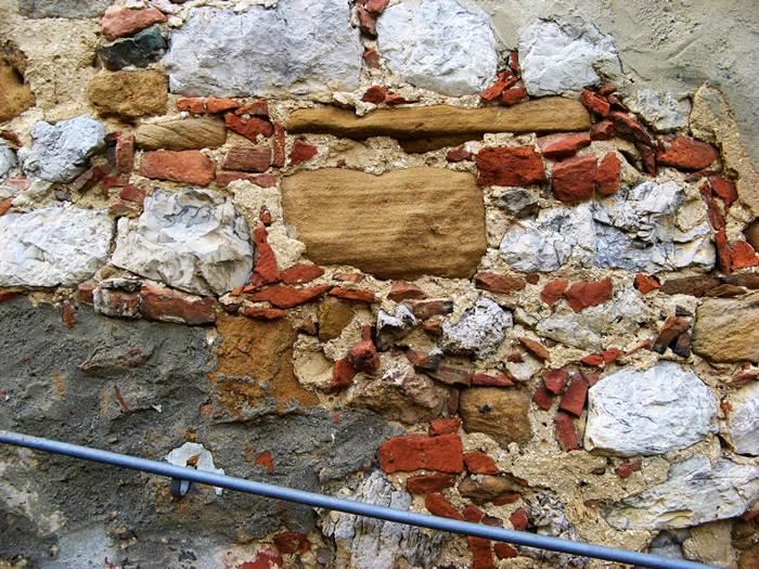 часть стены дома в Петройо
