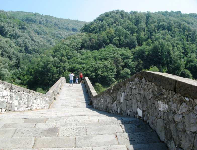 На мосту Дьявола в Италии