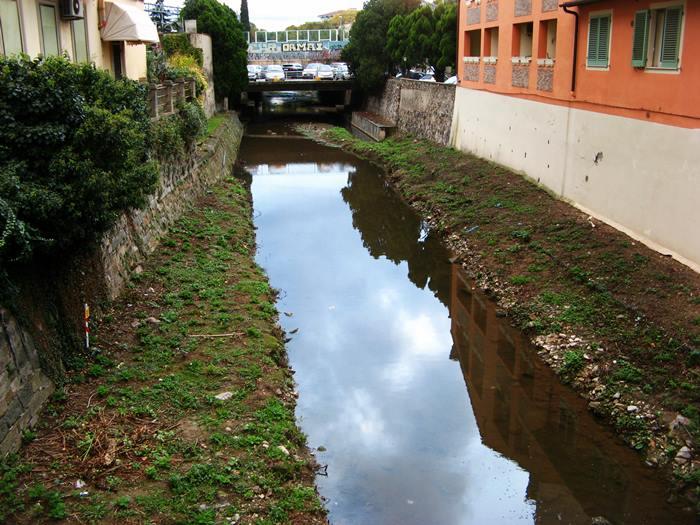 речка во Флоренции Рифреди