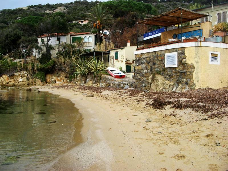 прибрежный ресторан на пляже