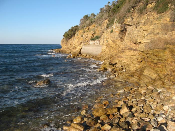 скалы в правой части Магадзини