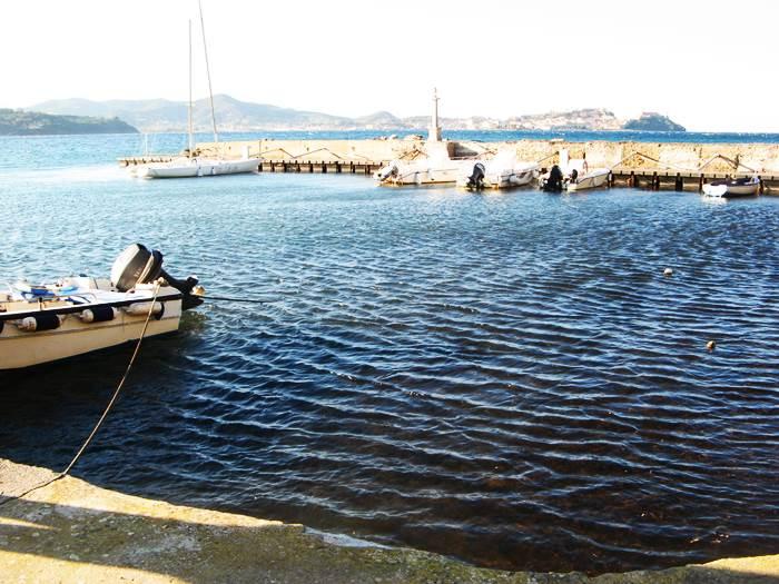 порт на пляже Магадзини