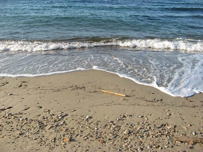 пляж Оттоне - песок и мелкие камешки