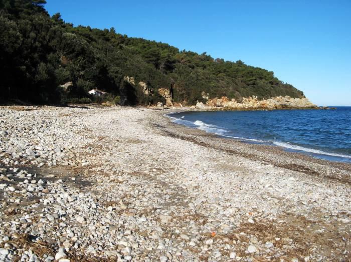 левая часть пляжа Форначелле