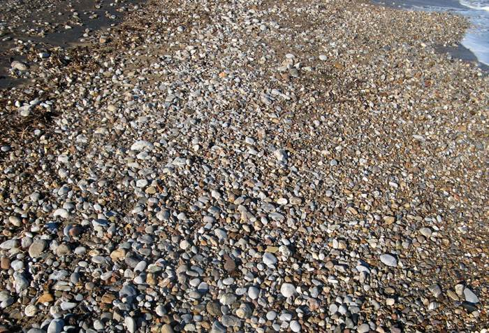 пляж Форначелле - песок и камешки