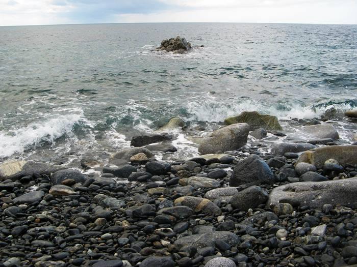 Пляж Полверая - валуны